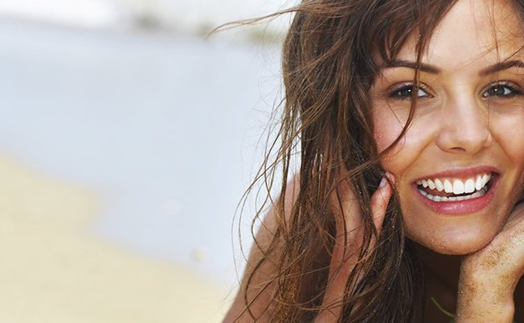 Sommarfint leende med tandblekning